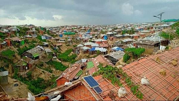 কক্সবাজারে রোহিঙ্গা সংকট, কমেছে শ্রমিকের মজুরি