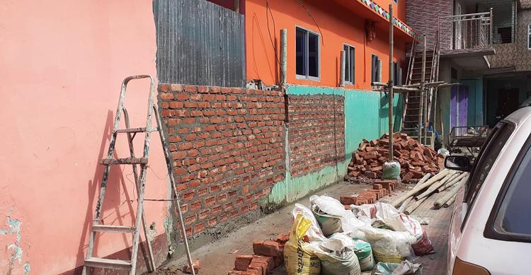 জগন্নাথপুরে প্রবাসীর জায়গা দখল করে দেয়াল নির্মাণ