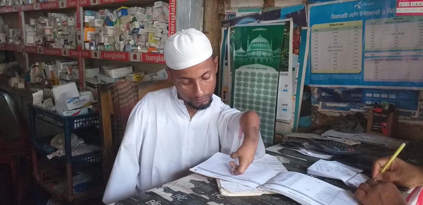 শারীরিক প্রতিবন্ধকতাকেও হার মানিয়ে আফজাল এখন সমাজের বোঝা নয় ভরসা