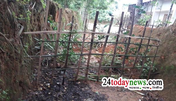 জুড়ি উপজেলার'সরকারি' রাস্তায় বেড়া, বিপাকে এলাকাবাসী