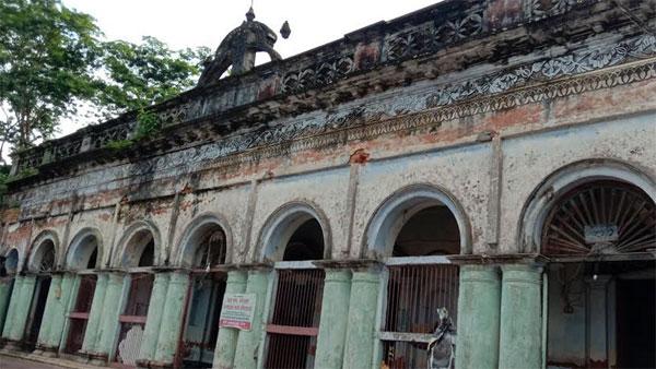 সুনামগঞ্জে অযত্ন-অবহেলায় পড়ে আছে ঐতিহ্যবাহী রাধামাদবের আখড়া
