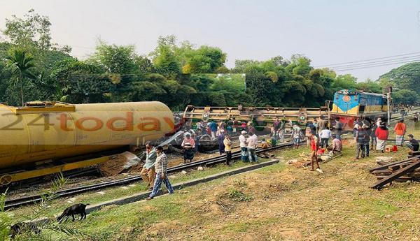 হবিগঞ্জে ফের রেল দুর্ঘটনা : মাস্টারের ভুলের কারণে দাবী ট্রেন চালকের